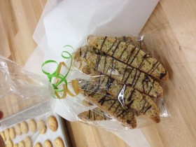 Drizzled Biscotti Favors