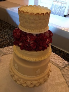 Traditional Style Wedding Cake