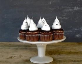 Marshmallow Frosting Cupcake